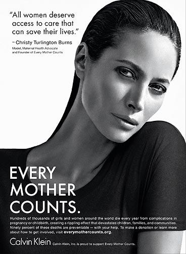 Christy Turlington y Calvin Klein se unen a favor de las madres de todo el mundo