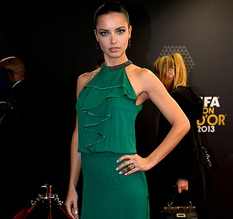 'Red Carpet Look': Adriana Lima, en verde