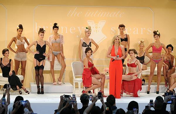 Britney Spears, 'pura vitamina' en la presentación de sus diseños de lencería