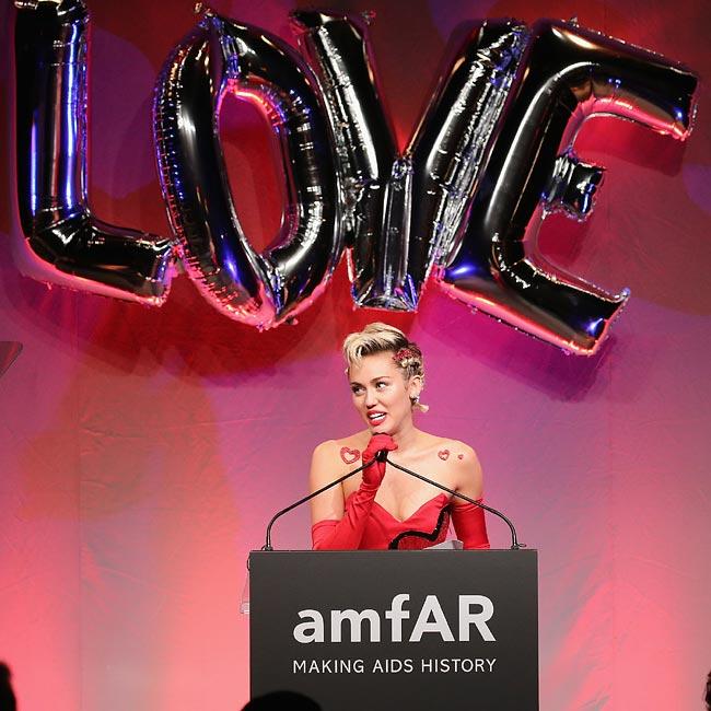 2015 amfAR Inspiration Gala New York: Solidaridad, moda y mucho amor en blanco, negro y rojo