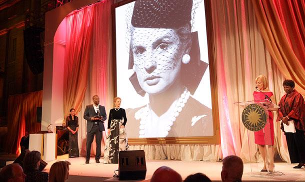 Carolina Herrera, galardonada por sus tres décadas de éxitos