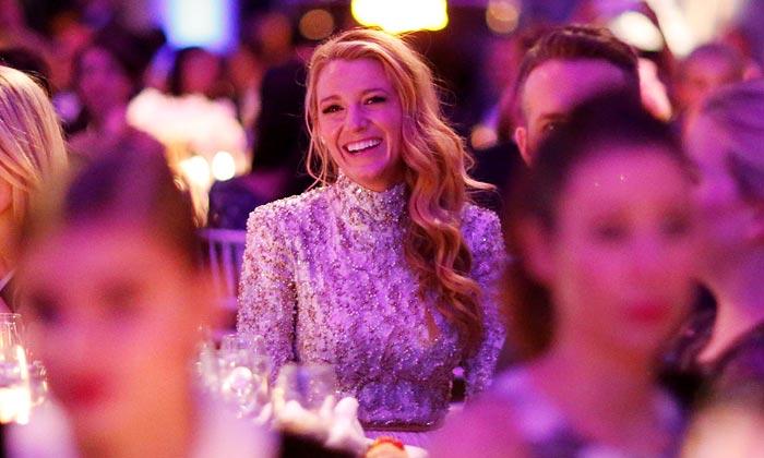 Una 'nueva' Blake Lively, la sensualidad de Ratajkowski… y otros detalles de la gala amfAR de NY