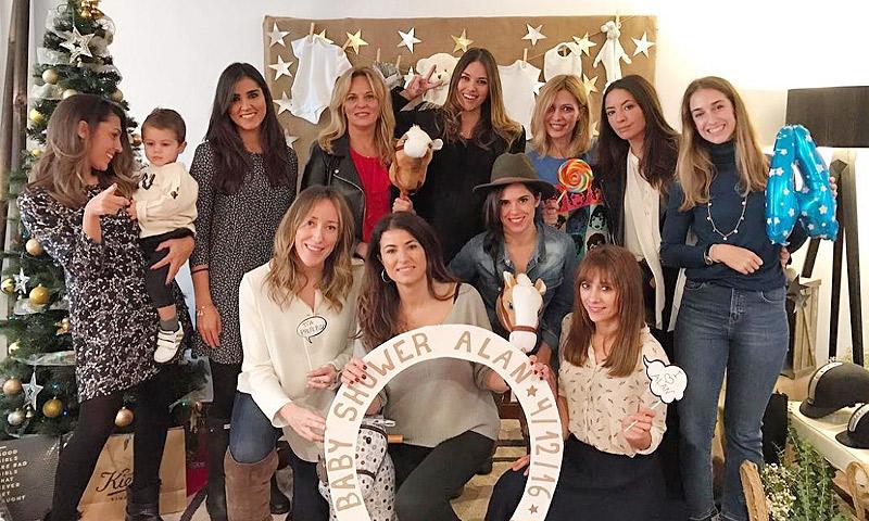 Reunión de amigas y sobredosis de azúcar: la divertida 'baby shower' de Helen Lindes
