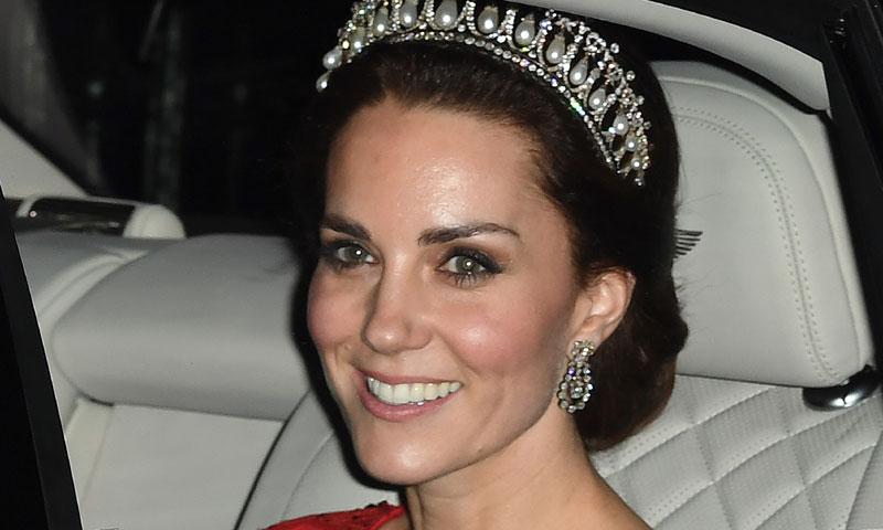 La Duquesa de Cambridge lleva la tiara favorita de la princesa Diana para la noche de mayor pompa y boato en el palacio de Buckingham