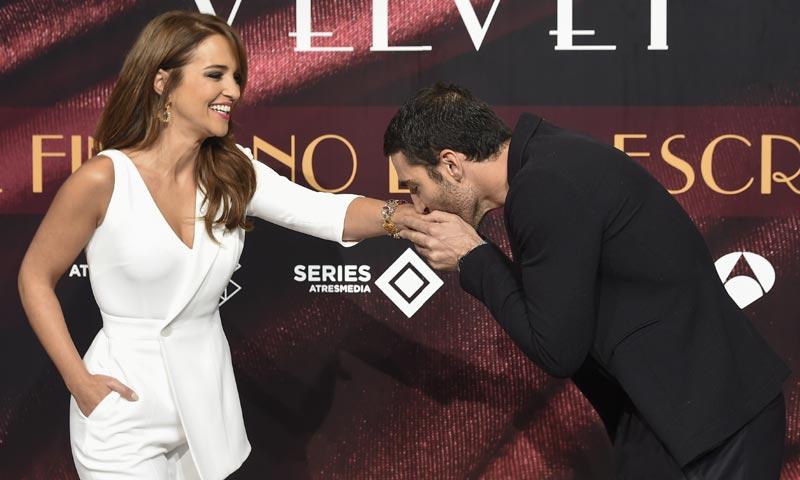 Emoción y lágrimas en una despedida especial: Paula Echevarría y Miguel Ángel Silvestre dicen adiós a 'Velvet'