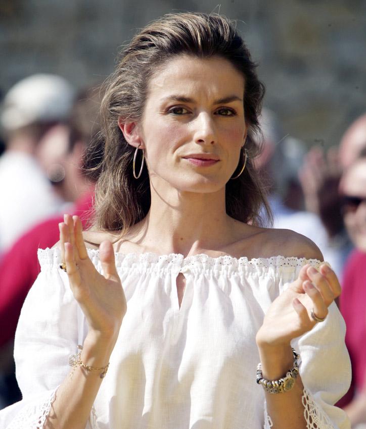 Reina Letizia repite estilo