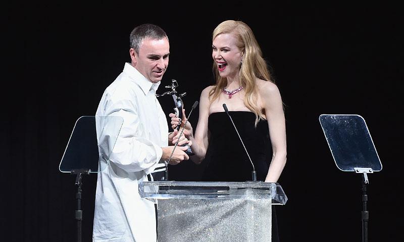 Raf Simons hace historia en los CFDA Fashion Awards