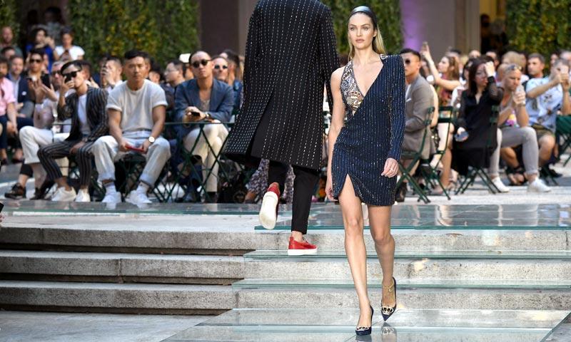 Candice Swanepoel vuelve a la pasarela y se prepara para el próximo Victoria's Secret Fashion Show