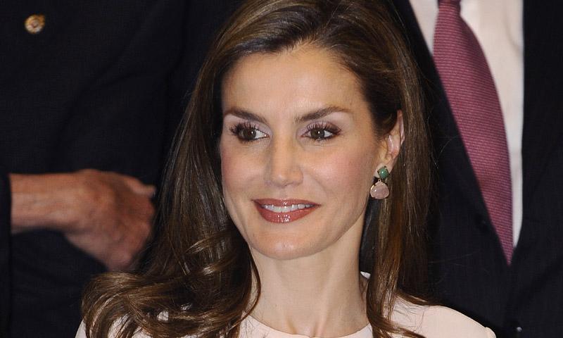 Dos 'royals' y un mismo vestido: La reina Letizia coincide con Sofía de Suecia