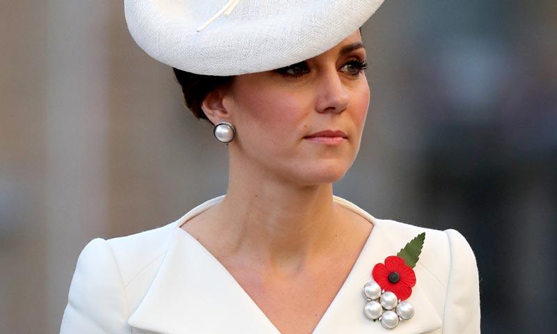 ¿Te resulta familiar su último 'look'? La Duquesa de Cambridge abre su vestidor más exclusivo