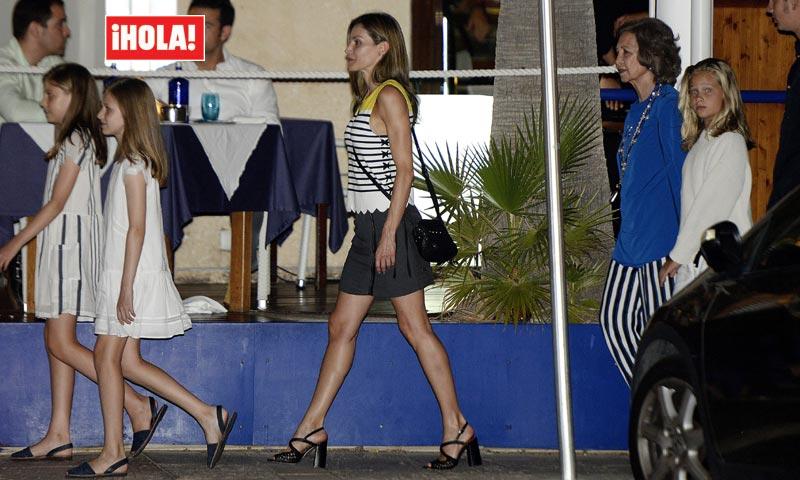 Fotografías exclusivas en HOLA.com: la reina Letizia recupera su confianza en la minifalda