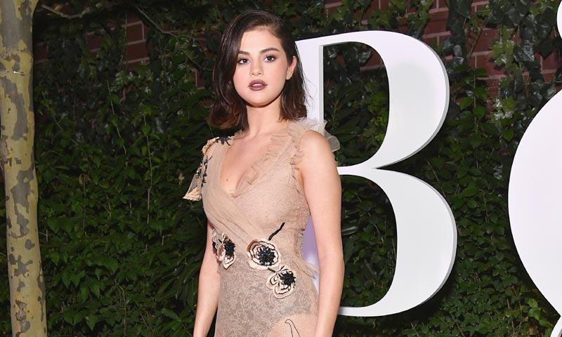 Selena Gómez: así lleva el vestido transparente una mujer de éxito
