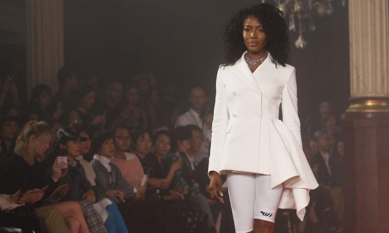 Naomi Campbell homenajea a Diana de Gales en el desfile de Off-White