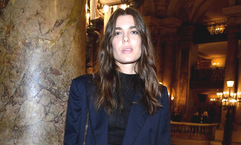Carlota Casiraghi tiene las zapatillas que nunca esperamos ver en el armario de una princesa