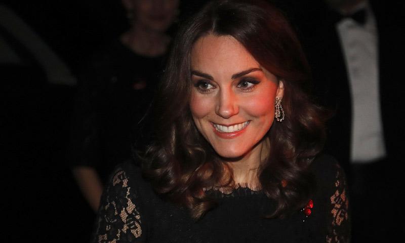 Dos embarazos y un mismo vestido: la duquesa de Cambridge recicla su look de noche