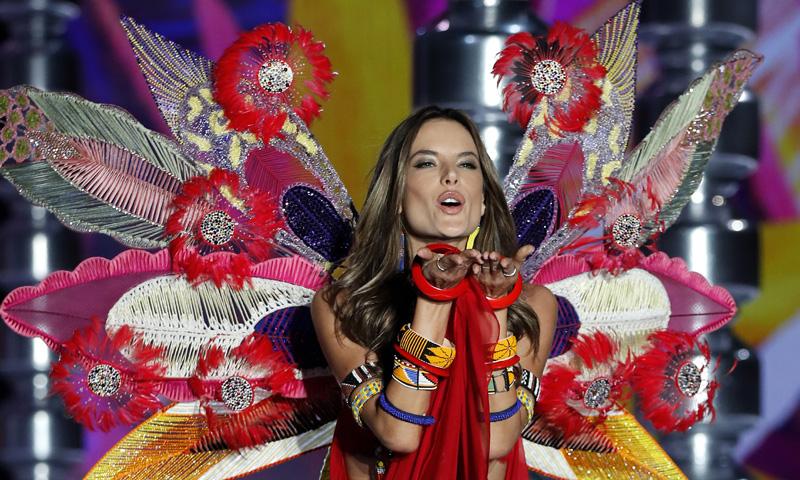 Alessandra Ambrosio cuelga sus 'alas' y anuncia su retirada definitiva de las pasarelas