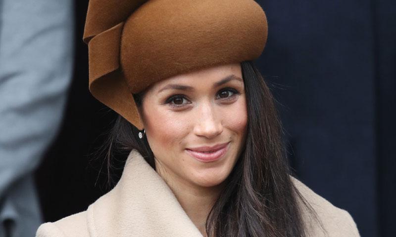 Meghan Markle debuta con Philip Treacy, el sombrerero de la Duquesa de Cambridge