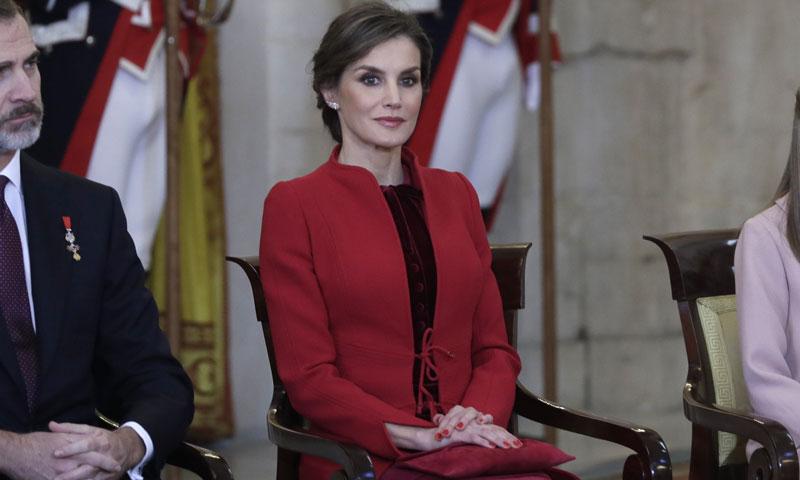 La reina Letizia recupera su Varela más internacional en la imposición del Toisón de Oro