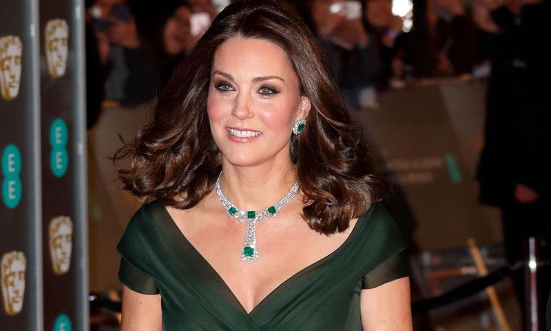 El look de la polémica: ¿Por qué la Duquesa de Cambridge evitó el 'dress code' de los BAFTA?