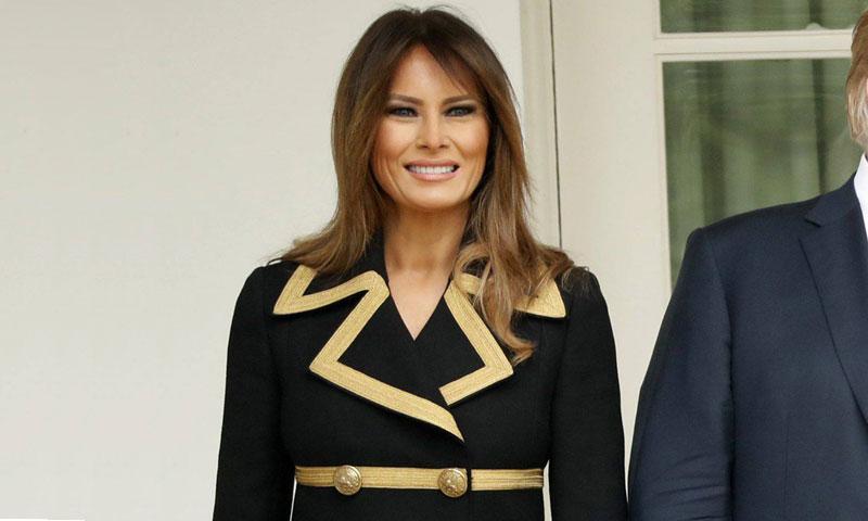 El abrigo marinero con sello italiano de Melania Trump: su último éxito de ventas
