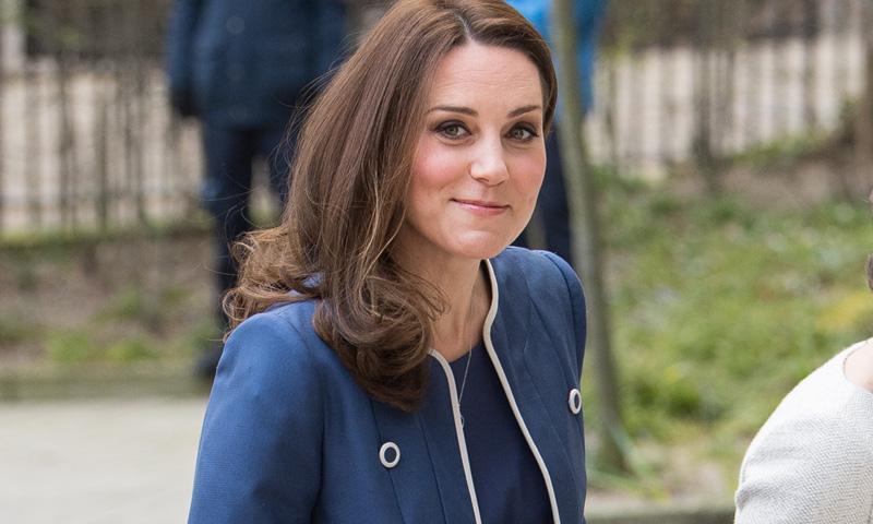 ¿Qué nos quiere decir la duquesa de Cambridge con su nuevo abrigo marinero?