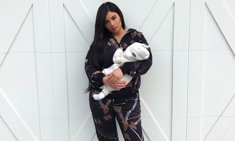 La primera foto de Kylie Jenner con su hija y su exclusivo look deportivo se hace viral