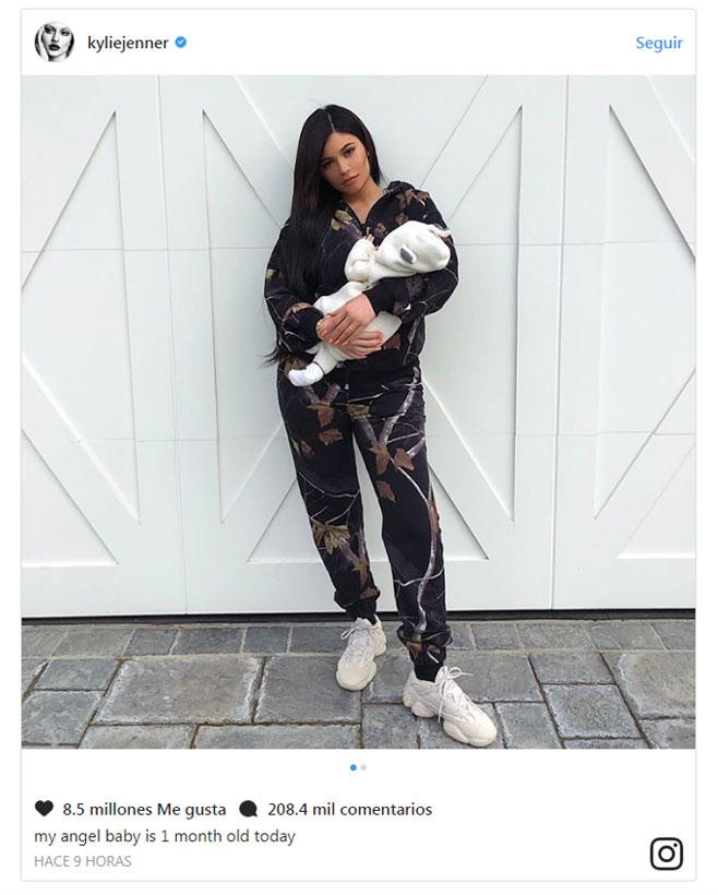 Primera foto de Kylie Jenner con su hija Stormy