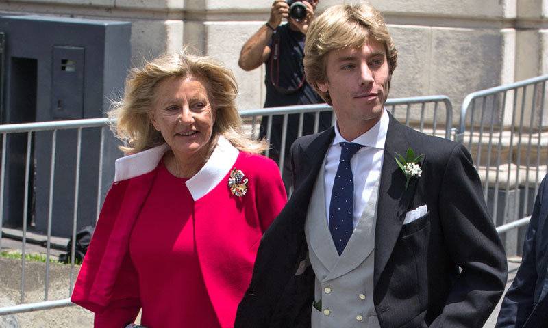 La sorprendente elección de Chantal Hochuli: el mismo look para las dos bodas de sus hijos