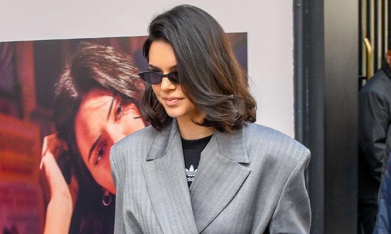 El idilio de Kendall Jenner con la moda española y las hombreras