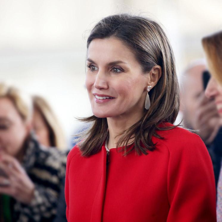 Abrigo Combinación Reina Rojo Una Y De Zara LetiziaCon Su 8n0wkOP