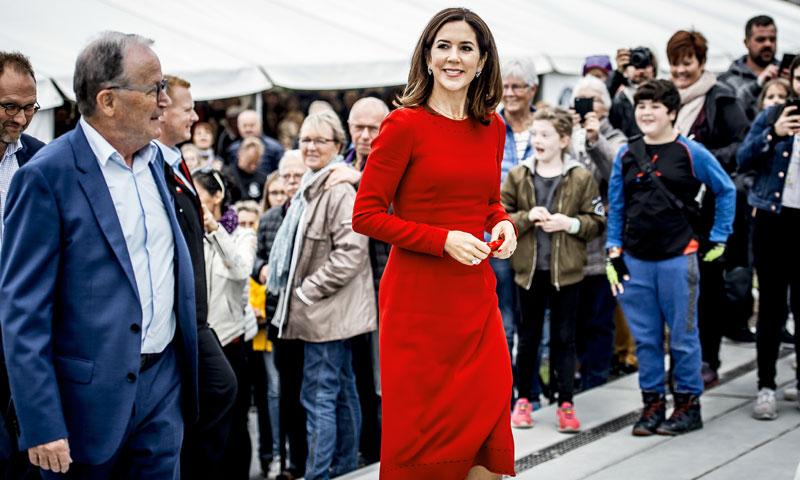 Máxima de Holanda, Mary de Dinamarca y el arte de reciclar un mismo vestido rojo