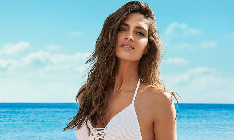 ef846445e37a Sara Carbonero, sus nuevos éxitos de ventas y sus bañadores y ...