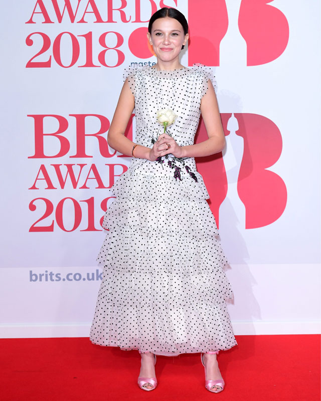 Millie Bobby Brown, vestido lunares