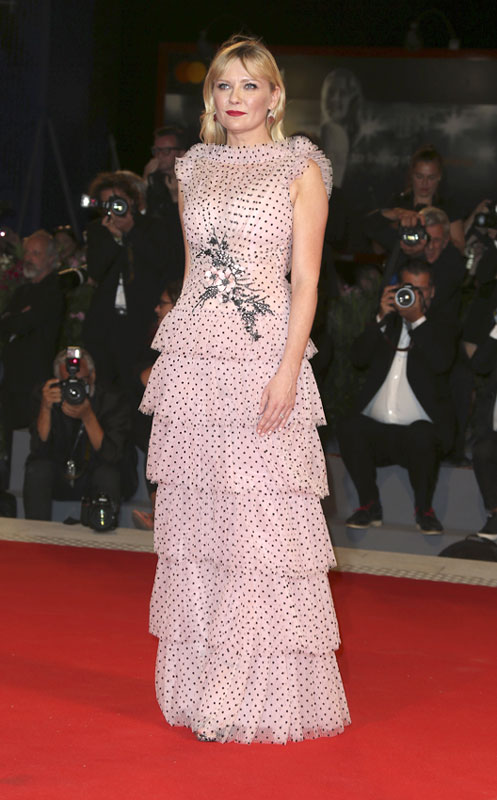 Kirsten Dunst, vestido lunares