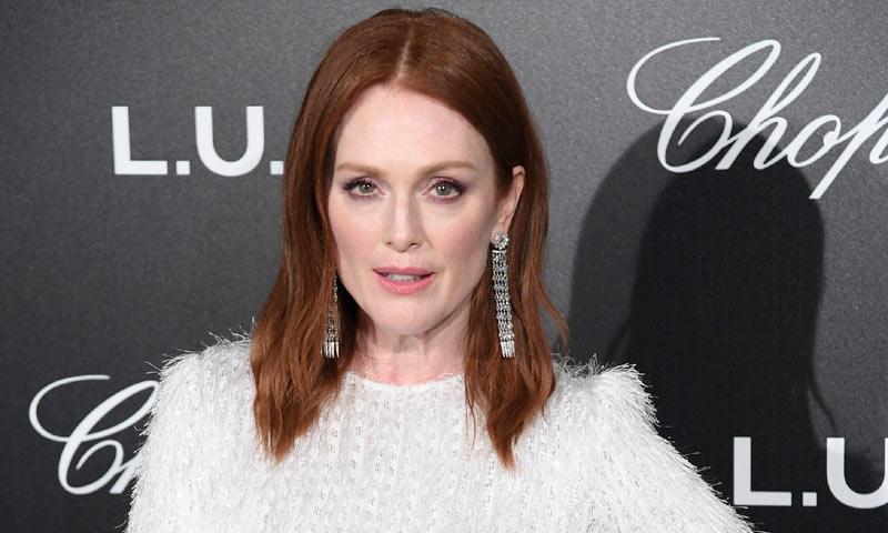 El vestido de fiesta según Julianne Moore: corto o largo pero siempre con joyas XL