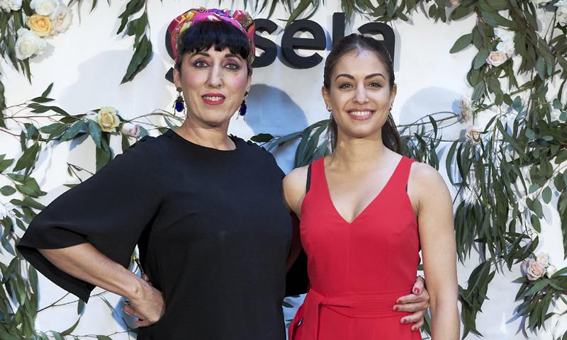 Hiba Abouk y Rossy de Palma: sobre moda, diversidad y belleza sin engaños