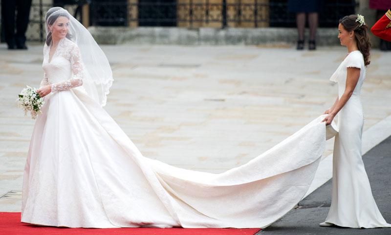 Las duquesas de Cambridge y Sussex: solo una ha llevado el mejor vestido de novia