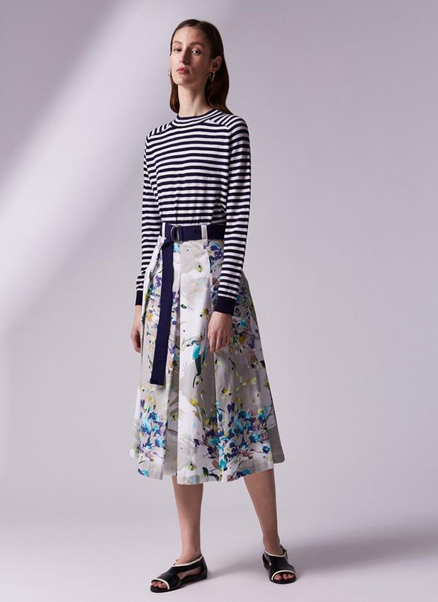 La reina letizia y el curioso caso de su nueva falda for Adolfo dominguez web corporativa