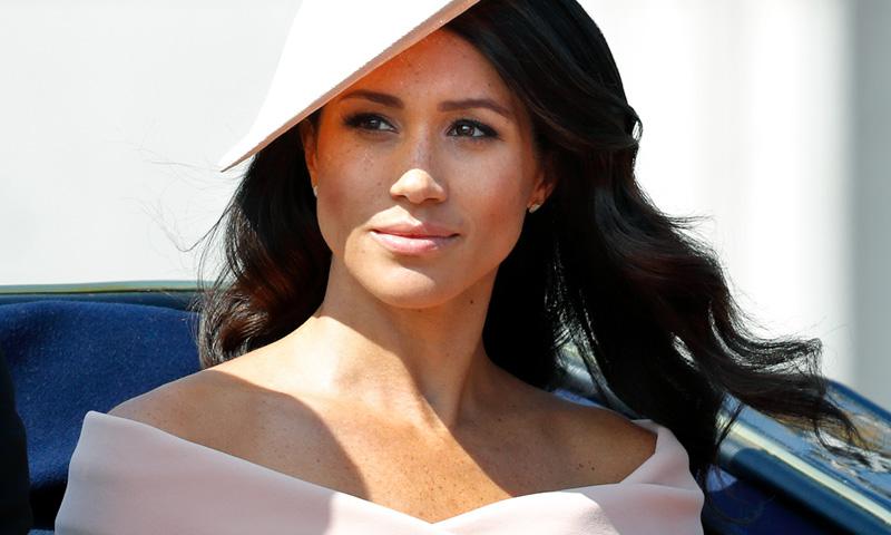 ¿Y si el verdadero origen del 'escote Meghan' fue la boda de Charlene de Mónaco?