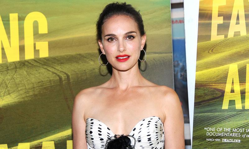 El vestido que probó el parecido entre Natalie Portman y Millie Bobby Brown