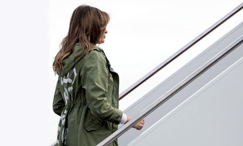 La chaqueta de Melania Trump, una polémica sin precedentes que nada tiene que ver con la moda