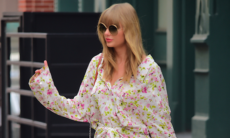Taylor Swift vuelve al 'street style' ¡y con una imagen renovada!