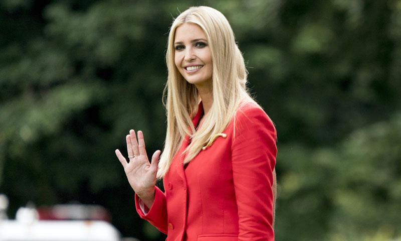 ¡Todo al rojo! Ivanka Trump combina el traje como las 'royals'