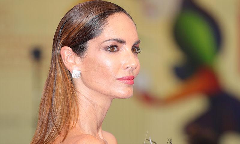 Eugenia Silva supera en Venecia a las divas de Hollywood con un minivestido de plumas