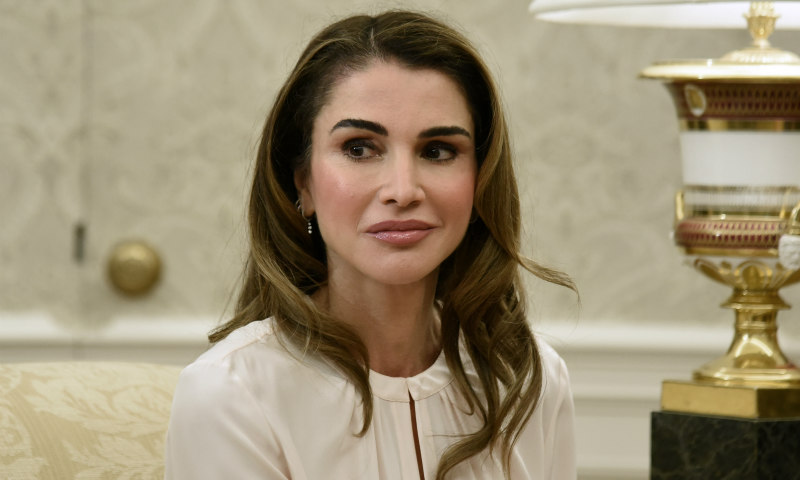 La nueva camisa blanca de Rania de Jordania, toda una declaración de intenciones