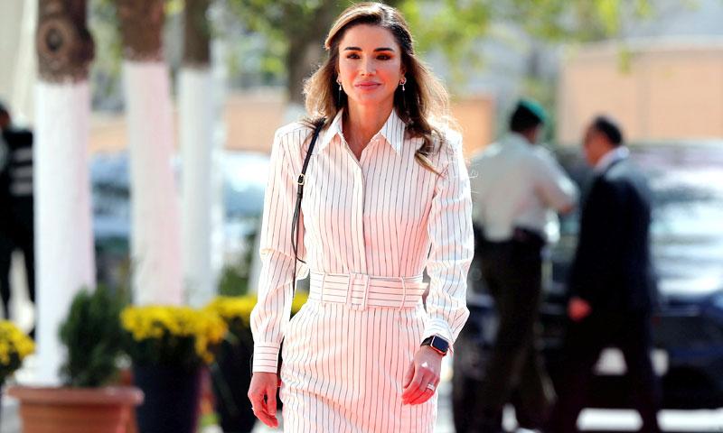 Rania de Jordania o cuando el estampado de rayas nunca pasa de moda