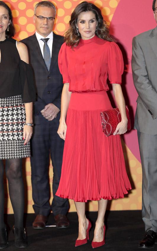 Reina Letizia  su colección de vestidos rojos para las grandes ... 75522c26e95f