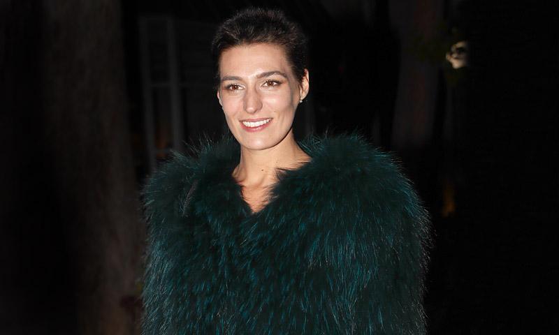 Eugenia Osborne estrena la chaqueta ideal para los looks de invitada de otoño