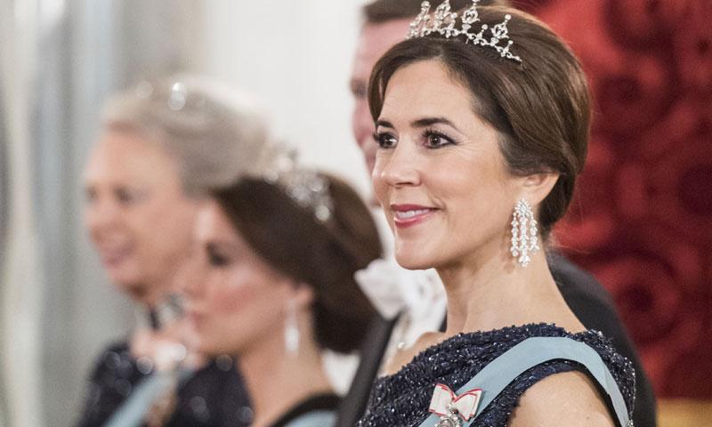 Las revelaciones del look de gala que Mary de Dinamarca recicla cuatro años después