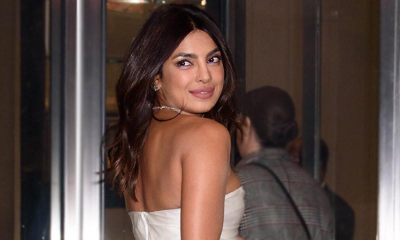¡Comienza la cuenta atrás! Priyanka Chopra se viste de novia en su despedida de soltera
